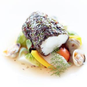 Photo lotte à la vapeur avec ses légumes