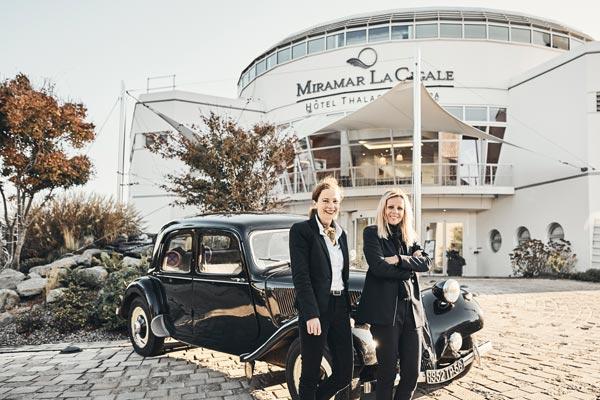 Françoise, Fanny & Citroën devant le Miramar La Cigale